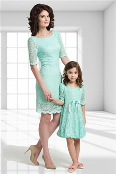 Resultado de imagem para mother and child matching outfits Mother Daughter Photos, Mother Daughter Matching Outfits, Mother Daughter Fashion, Mom Daughter, Daughters, Mom And Baby Outfits, Family Outfits, Kids Outfits, Fashion Kids
