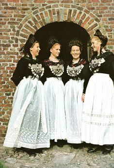 Hello all, The Frisians are one of the minority peoples of Europe, Inhabiting the coast of the North Sea from the northern Netherlands t. Traditional German Clothing, Traditional Dresses, Austria, German Costume, German Outfit, German Folk, Witch Fashion, Doll Costume, Historical Clothing