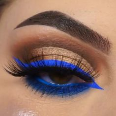 Golden Eye Makeup, Pretty Eye Makeup, Makeup Eye Looks, Beautiful Eye Makeup, Makeup For Brown Eyes, Makeup Stuff, Blue Eyeshadow Makeup, Matte Liquid Eyeliner, Night Makeup