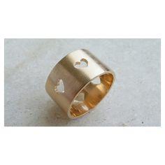 Copella a moda do freguês: anel corações vazados c/ ouro.