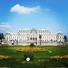 There are beautiful buildings all over Vienna   #earthpinner #belvedere #austria🇦🇹 #neverstopexploring