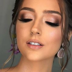 Wonderful make-up inspiration for brides, bridesmaids and beautiful graduates … What's Makeup ? What's Makeup ? Generally speaking, what's makeup … Bridal Makeup Looks, Bridal Hair And Makeup, Wedding Hair And Makeup, Wedding Eye Makeup, Natural Wedding Makeup, Bridesmaid Makeup Natural, Bridemaid Makeup, Weeding Makeup, Day Makeup
