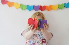DIY Paper Heart Garland from Studio DIY here. These hearts made by gluing 2 hearts together. I'd use good quality paper so after you put in the work of making this garland you can use it again. For more heart DIYs go here. Diy Gifts To Make, Easy Diy Gifts, Diy Crafts For Adults, Craft Projects For Kids, Craft Ideas, Rainbow Paper, Rainbow Crafts, Heart Banner, Banner Gif