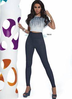 Jij zoekt die ultrazachte, superstoere, op echte denim lijkende, heerlijk comfortabele én taille-corrigerende, donkerblauwe jeanslegging met extra brede tail... Women's Leggings, Black Leggings, Legging Jean, Camouflage Leggings, Bleu Indigo, Jeans Bleu, Pusheen, Fes, Hosiery