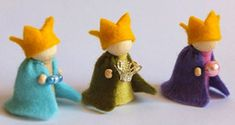three kings made from peg dolls and felt Christmas Nativity, Felt Christmas, Christmas Colors, Christmas Crafts, Christmas Decorations, Christmas Ornaments, Wood Peg Dolls, Clothespin Dolls, Waldorf Crafts