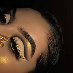 glam yellow cut crease eye makeup - Makeup Looks Yellow Makeup Eye Looks, Eye Makeup Art, Cute Makeup, Gorgeous Makeup, Pretty Makeup, Skin Makeup, Eyeshadow Makeup, Makeup Set, Eyeshadow Palette