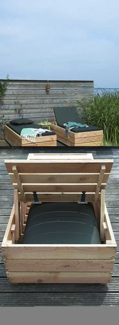 Daybed Lounger | DIY Outdoor Pallet Furniture Projects