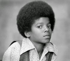Michael Jackson pictures, photos, memes, and news. These MJJ Pictures in our gallery will let the King of Pop live forever in our hearts. Jackson 5, Jackson Family, Jackson Music, Young Michael Jackson, Michael Jackson Fotos, Willie Nelson, George Clooney, Jimi Hendrix, John Lennon