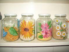 RECICLARTE: Frascos decorados Diy Bottle, Wine Bottle Crafts, Bottle Art, Baby Food Jar Crafts, Mason Jar Crafts, Mason Jars, Reuse Bottles, Recycled Glass Bottles, Painting Glass Jars