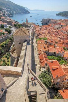 Dubrovnik walls / Croatia (by daddycraw).