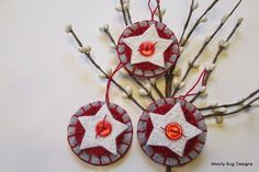 Lindas idéias de artesanato de Natal em feltro.   Tecido barato e com muita cara de Natal , né?   Aproveite as inspirações e comece a prep...