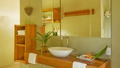 Bathrooms with solar water heating - Photo by Luis Gomes