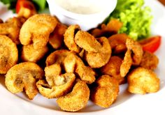 Deep fried mushrooms are a delicious and really tasty side dish, ideal to prepare during the Autumn to accompany meat dishes, or to make a delicious aperitif.