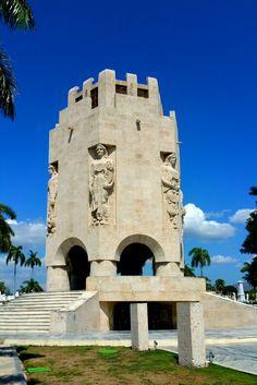 Mausoleo José Martí - Santiago de Cuba Jose Marti, Going To Cuba, Tower Bridge, Cuban, Memoirs, Notre Dame, Mount Rushmore, The Good Place, Revolution