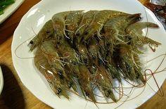 Drunken Shrimp --  10 Most Odd and Bizarre Food in World People Eat http://www.buzzodd.com/10-most-odd-bizarre-foods-world-people-eat/
