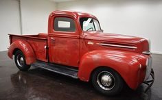 1946 Ford Pickup V8 5 Speed:  2 door manual transmission 5-Speed and black on the inside and red outside, mileage of 13,036 miles and a 302 V8 engine with 15-inch wheels; Numbers utilsés wine 1GC2770 and numbers do not match.  This vehicle is available for sale, please contact us on: www.misterdeals.com / or call us on: 08-05-08-02-81 if this vehicle you are interested.  Our prices are: 17,000 euros