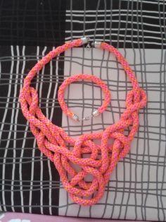 Pulsera y collar de cola de ratón tejido con disco kumihimo