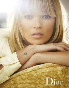 enjoying this anchor tattoo on Kate Moss. and her makeup as well. Kate Moss, Small Anchor Tattoos, Small Tattoos, Back Tattoo Women, Tattoos For Women, Celebrity Tattoos Women, Trendy Tattoos, New Tattoos, Wrist Tattoos