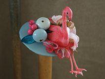 Flamingo-Babe Hütchen Fascinator Flamingo pin up