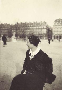 Marguerite Yourcenar, Jardin des Tuileries, Paris, février 1937
