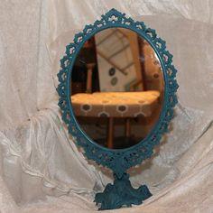 Gammelt metalspejl malet med Annie Sloan Chalk paint, Giverny - og en sjat Graphite - vokset med lys og sort voks.