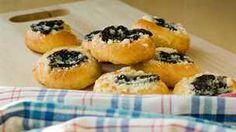 Moravské dvojctihodné koláče Sweet Recipes, Sushi, Ale, Baking, Ethnic Recipes, Food, Ale Beer, Bakken, Essen