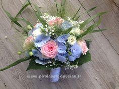 Bouquet de mariée de roses, lysianthus, hortensias , et panicum