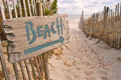 Beach sign with arrow