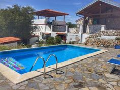 Villa Rossana 1433 Gri?ane Set in Gri?ane in the Primorsko-Goranska ?upanija Region, this detached villa is 34 km from Opatija. The property is 24 km from Rijeka and features views of the pool.