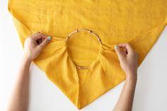 DIY No Sew Furoshiki Purse (with handles! Diy Bags Purses, Purses And Handbags, Cami Tops, Shibori, Diy Purse No Sew, Diy Purse Organizer, Couture, Furoshiki Wrapping, Diy Jewelry To Sell