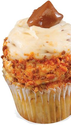 Gigi's Cupcakes - Candy Bar Crunch Yellow cake with bits of Butterfinger® baked in, topped with Butterfinger® buttercream frosting and crushed Butterfingers® Gigi's Cupcakes, Cupcake Icing, Gourmet Cupcakes, Cupcake Flavors, Baking Cupcakes, Yummy Cupcakes, Buttercream Frosting, Cupcake Cakes, Cupcake Ideas