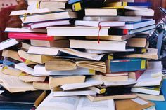 """Feng Shui para acumuladores - """"faça um passeio pela sua casa e observe como estão os ambientes. É possível circular de forma a não esbarrar nos móveis ou objetos espalhados pelo chão? Os armários não estão abarrotados de objetos, roupas ou livros?"""""""