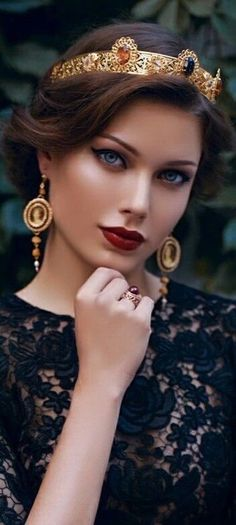 What a stunningly beautiful queen Most Beautiful Faces, Beautiful Eyes, Simply Beautiful, Beautiful People, Beautiful Women, Beauty Makeup, Hair Makeup, Hair Beauty, Girl Face