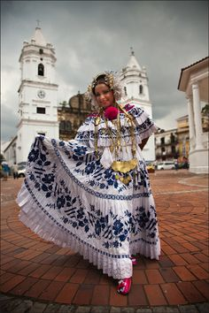 Beautiful Panamanian women in the traditional costume - Pollera.