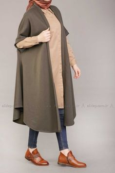 yelek-22326_14809202372-500. (400×600) Abaya Fashion, Muslim Fashion, Skirt Fashion, Casual Hijab Outfit, Hijab Chic, Kpop Fashion Outfits, Stylish Outfits, Iranian Women Fashion, Womens Fashion
