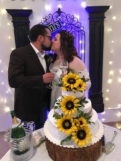 Country wedding. Oklahoma sunflowers.