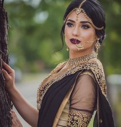 Bridal Nose Ring Ideas - Stunning Bridal Nath designs that Indian Brides Slayed Bollywood Sari, Bollywood Fashion, Lehenga, Anarkali, Indian Bridal Makeup, Asian Bridal, Indian Bridal Jewelry, Indian Head Jewelry, Tikka Jewelry