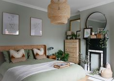 60 Gorgeous Modern Bedroom Decor Ideas These trendy Home Decor ideas would gain you amazing compliments. Check out our gallery for more ideas these are trendy this year. Sage Green Bedroom, Green Bedroom Decor, Modern Bedroom Decor, Green Rooms, Room Ideas Bedroom, Bedroom Colors, Ikea Bedroom, Green Bedroom Walls, Bedroom Wall Lights