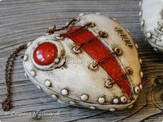 Здравствуйте!!! Яблочки декоративные. Основа папье-маше, сверху лепка из холодного фарфора, вставки стеклышки (марбалсы). Высота 11-13 см. фото 9