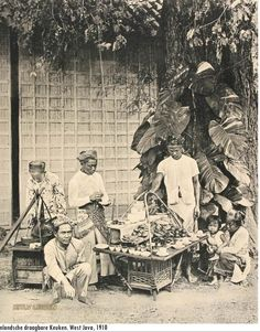 Old postcard from the old Dutch East Indies Jakarta was known as Batavia in that time. But I do love those old pictures! Vintage Pictures, Old Pictures, Old Photos, History Taking, Dutch East Indies, Historical Pictures, Borneo, Jakarta, Southeast Asia