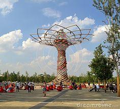 Nadia Mikushova (Nadiamik) - Milan,Italy-July, 24, 2015: A view to the Tree of life at the EXPO Milano 2015 in a beautiful summer day.