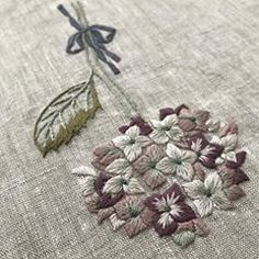 #embroidery #刺繍 #手仕事 #紫陽花 #大人の花刺繍 #蓬莱和歌子 リボンまで素敵な図案でした。淡い色味が好き。ブログに他の角度の写真を載せたので、良かったら見てみて下さい。