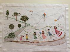 Bordado livre, inspirado em diversos estilos, com alusão a crianças da família.