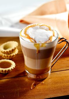Kawa karmelowa / Przepis na kawę karmelową Coffee Maker Machine, I Want To Eat, Pumpkin Spice Latte, Coffee Beans, Coffee Time, Hot Chocolate, Coffee Shop, Smoothie, Food To Make