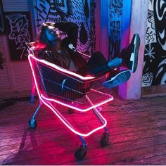 All things cyberpunk; hi tech, low life. Neon Photography, Portrait Photography, Rauch Tapete, Digital Foto, Neon Girl, Neon Aesthetic, Neon Lighting, Vaporwave, Techno