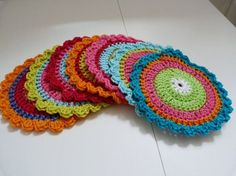 Crochet granny square circle english New Ideas Crochet Circles, Crochet Round, Love Crochet, Crochet Home, Crochet Crafts, Crochet Yarn, Crochet Projects, Easy Crochet Blanket, Scrappy Quilts