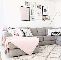Decoración en gris y rosa. #decor #sofa