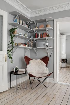 The Nordroom - A Lovely Light-Filled Scandinavian Apartment Scandinavian Loft, Scandinavian Apartment, Scandinavian Lighting, Living Room Inspiration, Interior Inspiration, Home Interior, Interior Design, Bohemian Apartment, Studio Apartment Decorating