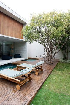 Casa térrea aberta para o jardim (Foto: Fran Parente / divulgação)