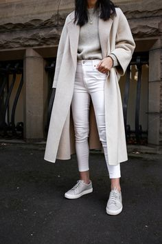 Outfit Jeans, Classy Jeans Outfit, White Jeans Winter Outfit, Winter Fashion Outfits, Spring Outfits, Fashion Spring, Classy Winter Fashion, Classy Winter Outfits, Spring Dresses